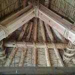 かやぶき屋根の内側