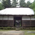 27年度施工予定神楽殿 今回ここを改修します (今はトタンで雨をしのいでいる)